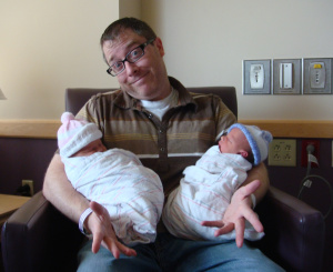 jerry mahoney holding his newborn twins
